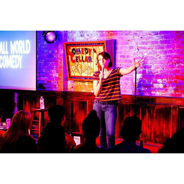 👑 @bonniemcfarlane @comedycellarusa #SURROUNDED3 #smallworldcomedy 📷: @humanplac3s