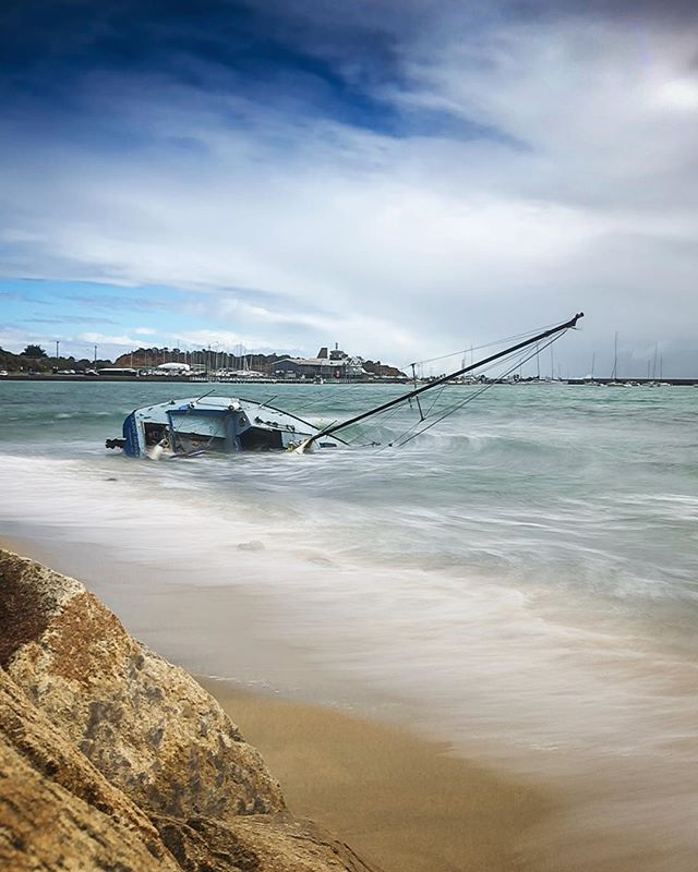 Looks like Mornington's #safeharbour was put to the test over the blowy weekend on the #morningtonpeninsula. Having lost a family boat in similar circumstances several years ago, I feel for the owners.