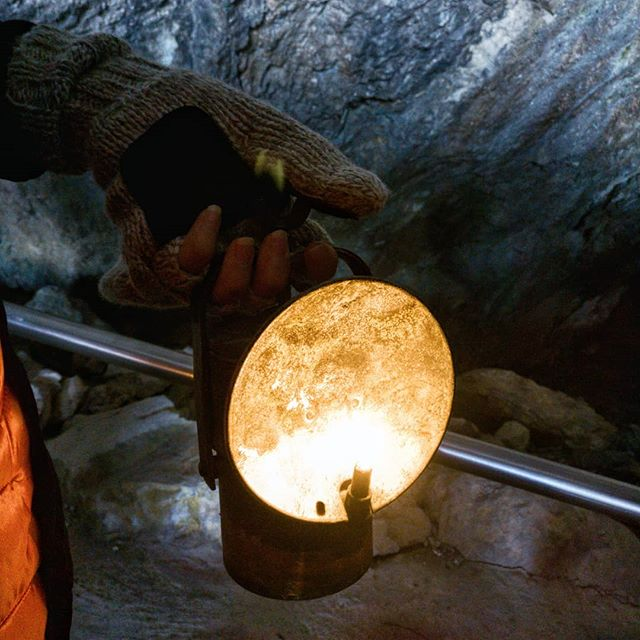 Nope, it's not the moon (we had a lunar eclipse yesterday and now all social media channels are packed with moon pictures 😂) but an oil lamp! We visited a @eisriesenwelt which is the biggest ice cave in the world yesteday and it was incredible! You go through that tunnel system equipped with these lamps only because there is no electricity inside of course and feel like an explorer! Unfortunately taking pictures inside the cave is forbidden and I'm a good girl following the rules 🙈 Have you ever been here? or in an ice cave anywhere else?  #tonicofwildness #eisriesenwelt #pfarrwerfen #werfen #salzburg #sbg #visitsalzburg #igerssalzburg #igersgraz #igersgraztravels #oillamp #explorer #explore #exploremore #expedition #icecave #eishöhle #experience #ausflug #öllampe #oil #mountains #momentstoremember #instagood #makemoments #adventure #aktivurlaub  #active #beactive #roadtripdiary