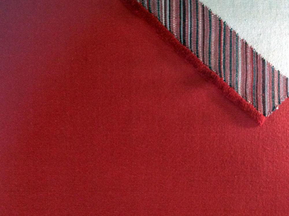 Rétem_04 - Tervező: Füzesséry ErikaGyártó: Csaba Szőnyeg Grafier Kft.Méret: 200 cm x 200 cmTechnika: Kisszériás kézi szövésAnyaghasználat: Gyapjú
