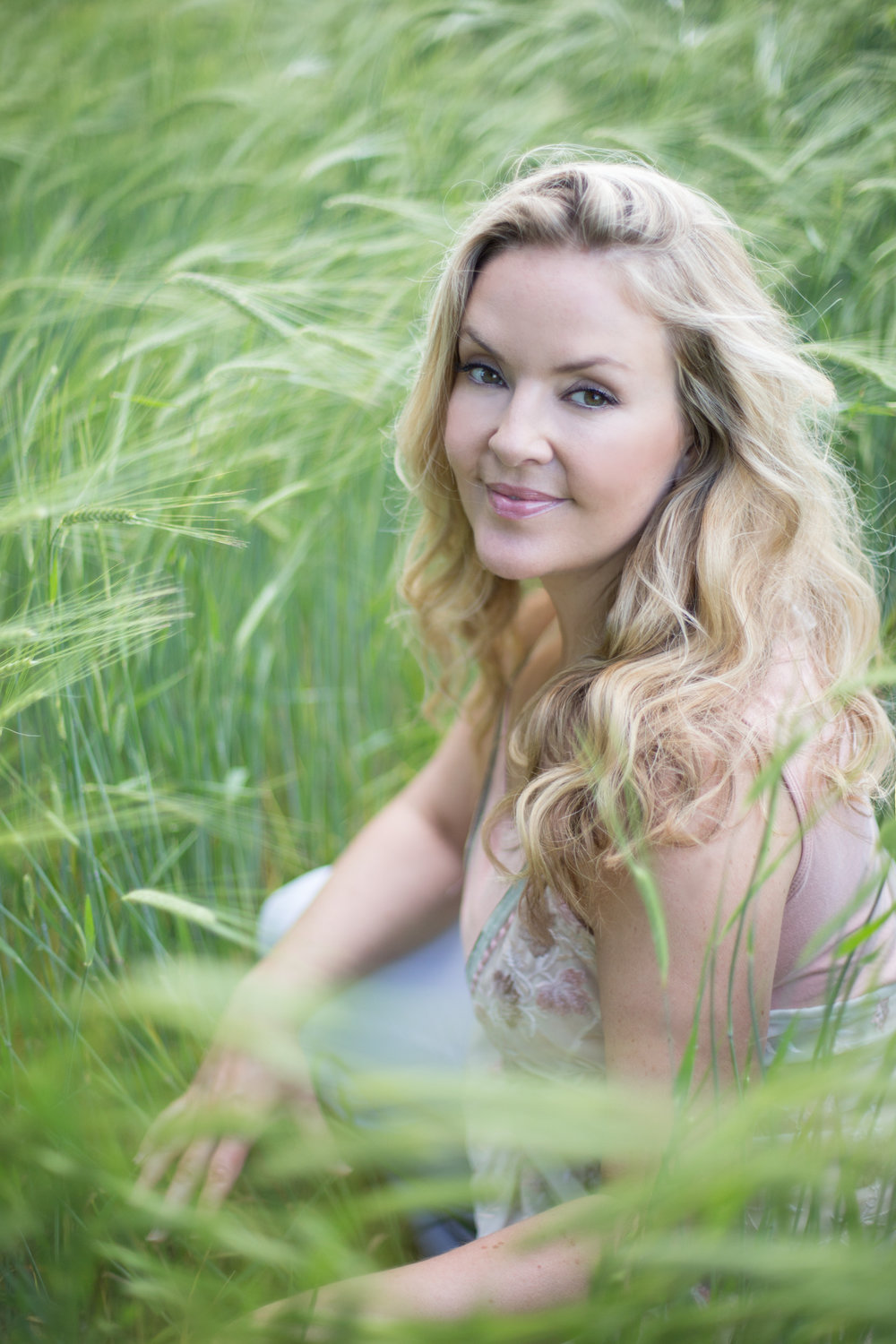 The right photographer for you, Winchester based photographer, Sarah Bacchus