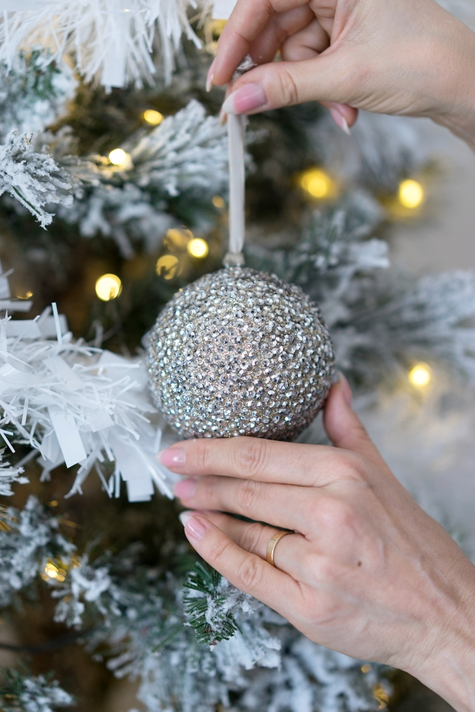 The Style Bible - How To Decorate A Christmas Tree