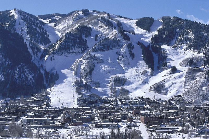 aspen_town_mountain.jpg