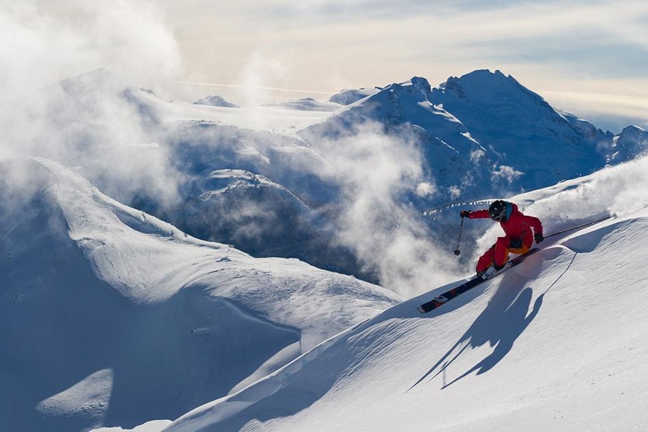 - Todos los esquiadores sueñan con ir a una de las más grandes de norteamérica, con 200 pistas, 5 snowparks y 3 pipes. Gracias a sus glaciares,la temporada dura de noviembre a agosto y la calidad de nieve es excelente.
