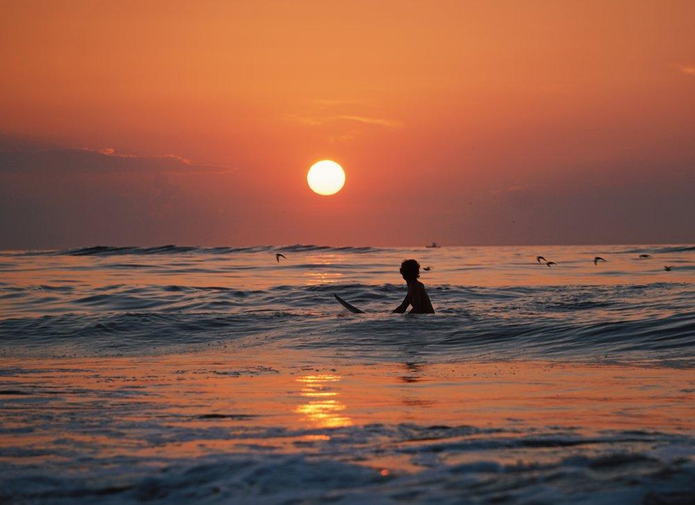 - 09:00:Desayuno [todo el mundo a la vez]10:00:Clases de surf.Vuelta a España.Serentripia es ir a hacer surf a Marruecos, y volver enamorado de su cultura y paz.