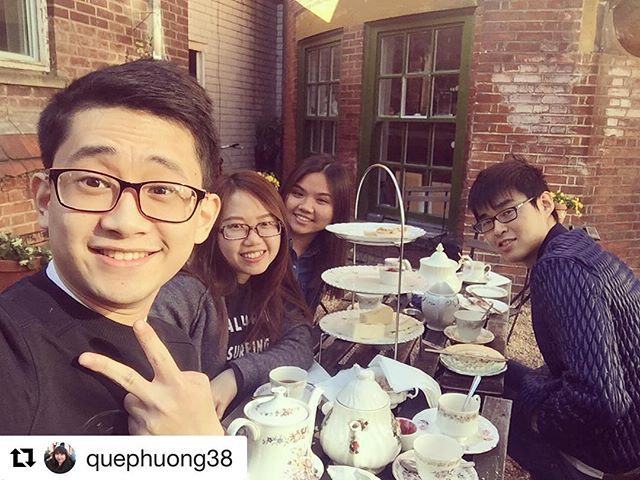 Another #throwback to some customers enjoying a vintage tea!! . . . #Repost @quephuong38 with @repostapp ・・・ Nắng thế này thì trà chiều hoyyyy ☺️ #afternoontea #theacaffea #hẹnconthỏtrắnglầnsau #customerpics #tearoom #scones #fingersandwiches #theacaffeatearooms #nottsfood #notts #nottscity #tuesdaytreat #tuesdaymorning #nottinghamfood