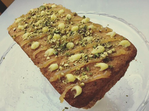 Our first cake from our trip to Greece this week is this delicious Lemon and Pistachio cake. If you could kindly avoid smashing your plate when you've finished that would be appreciated! Yamas! 🇬🇷🇬🇷🇬🇷