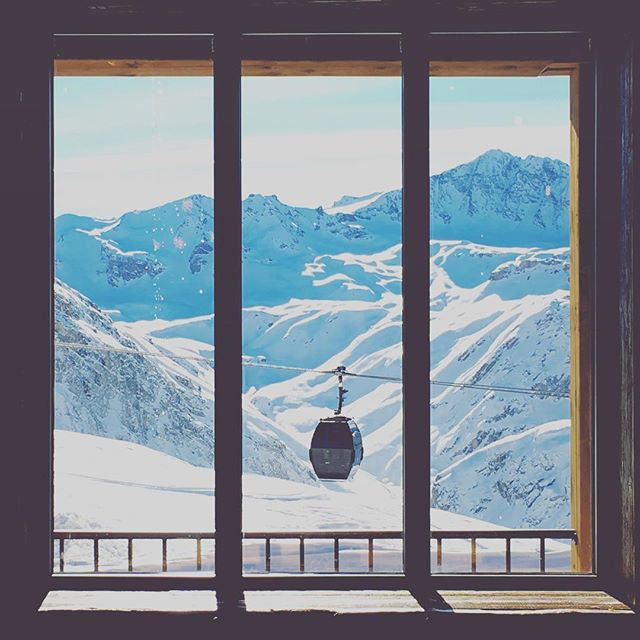 Up in the alps.  #snow #window #gondola #alps #valdisere #espacekilly #frenchalps #windowview #windowwithaview #lookingthroughthewindow #skiing