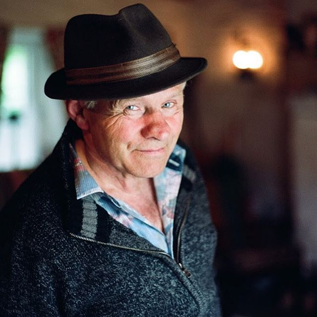 Tyrone storyteller Paddy Montague at his cottage in Drumquin, from @frecklenorthernireland issue 7. 'Stories for rooting, connecting & teaching'  Words: Lynda Ní Súilleabháin 📸: @joelavertyphotography  #slowjournalism #constructivejournalism #solutionsjournalism  #frecklemagazine #independentmagazine #irishphotography #irishphotographer #portrait #35mm #filmphotograph #kodakportra400 #pentax35mm #pentax