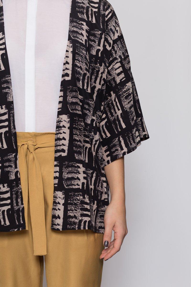 Mono Silk Kimono by AH/OK, photography by Claudia Zalla