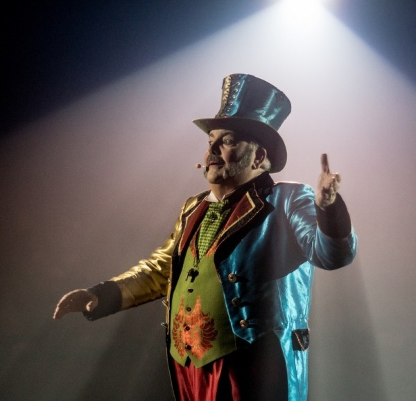 big-apple-circus-ring-master.jpg