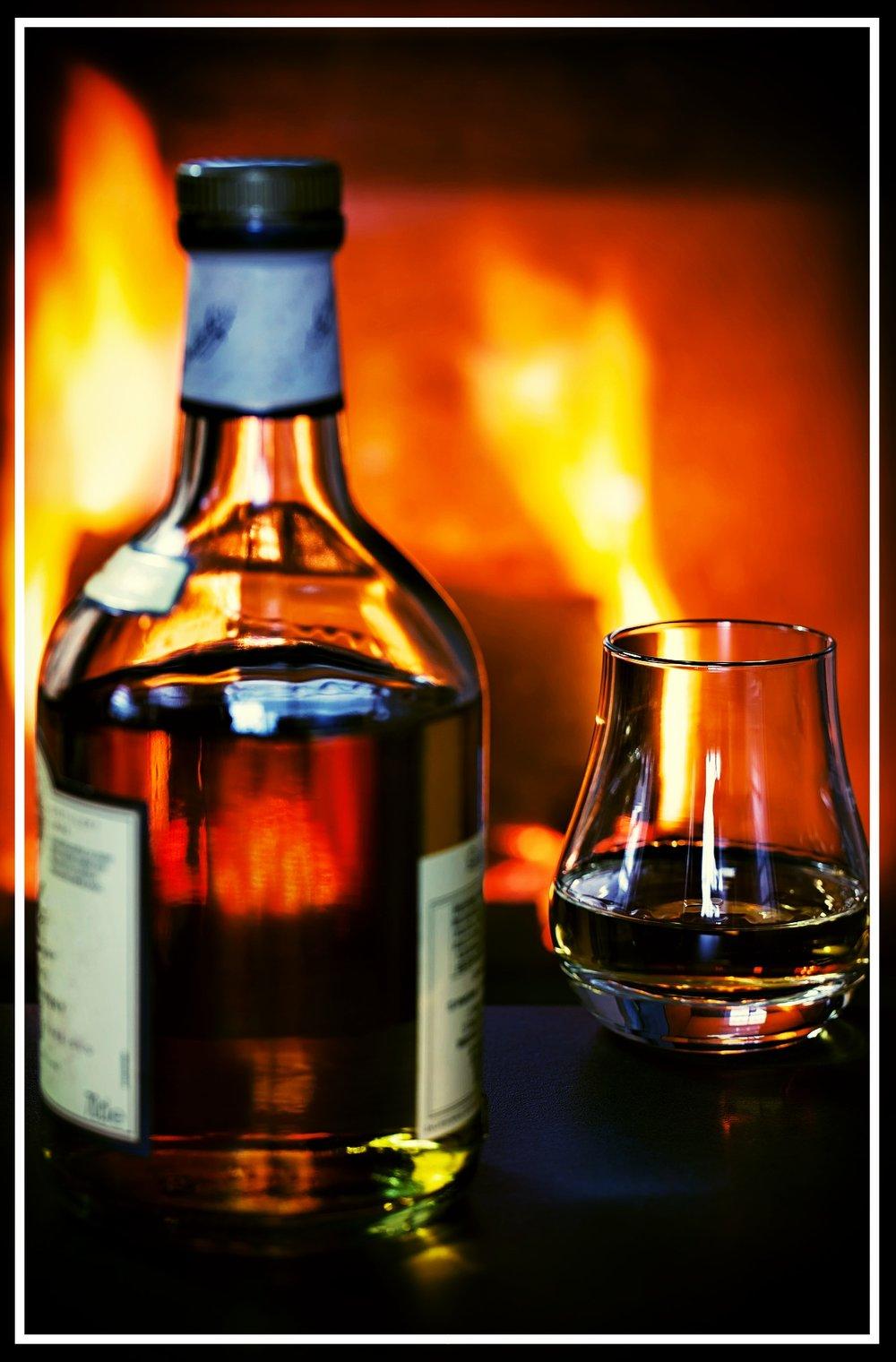whisky-1872379_1920.jpg