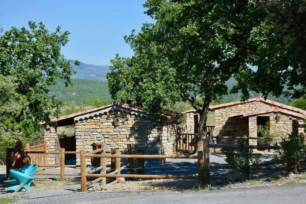Camping Le Chamadou 4 étoiles Sud Ardèche: Toboggan Aquatique, Piscine  Chauffée, Mini-ferme