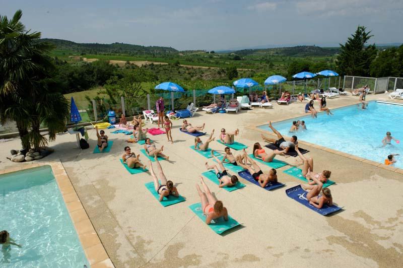 campinglechamadou-sudardeche-4etoiles-espaceaquatique-toboggan-piscine.jpg
