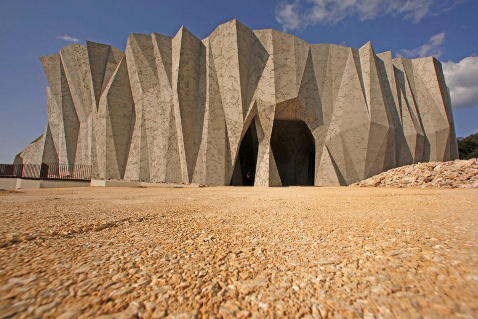 CampingLeChamadou-sudardeche-4etoiles-ardeche-patrimoinenaturel-cavernedupontdarc.jpg