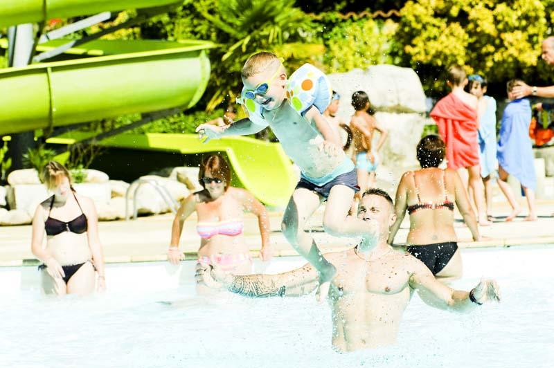 CampingLeChamadou-Ardèche-4étoiles-tobogganaquatique-piscine-jeux3