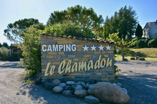 CampingLeChamadou-SudArdèche-4étoiles-piscine-tobogganaquatique-miniferme-mobilhomes-lac-nature-vignoble-vignes-jeuxgonflables-restaurant.jpg
