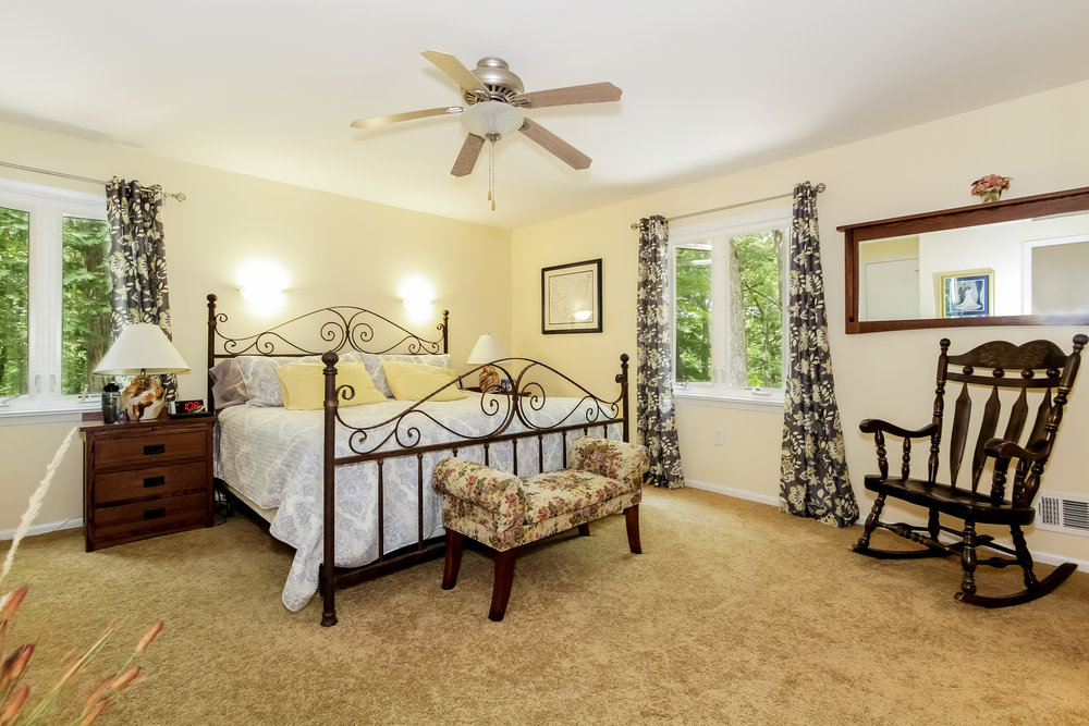 026-Master_Bedroom-2911241-large.jpg