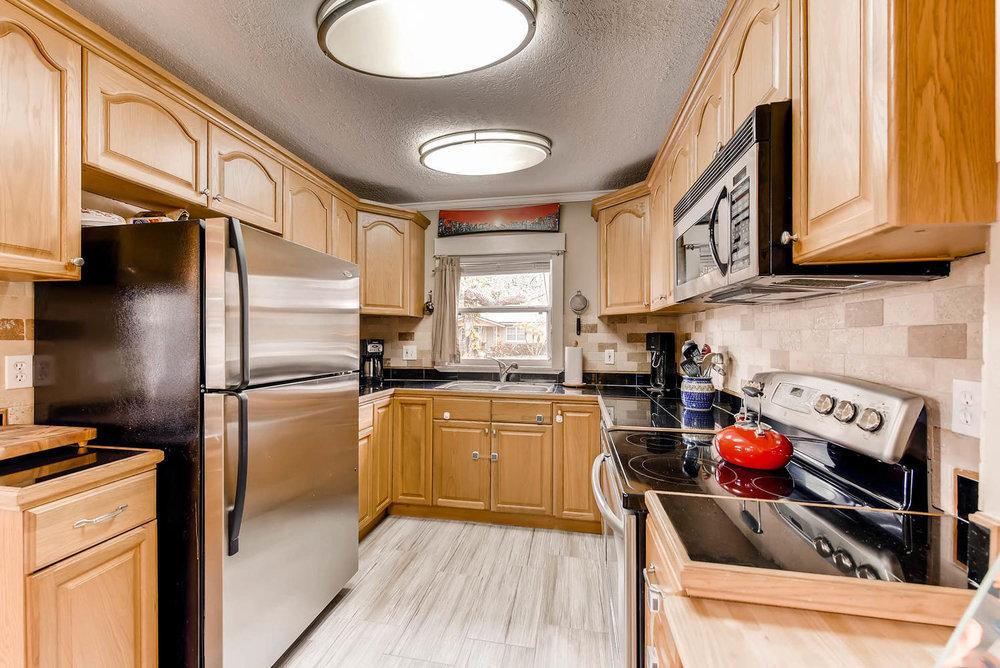 7-1804 Oregon Street Orlando FL-large-011-23-Kitchen-1499x1000-72dpi.jpg