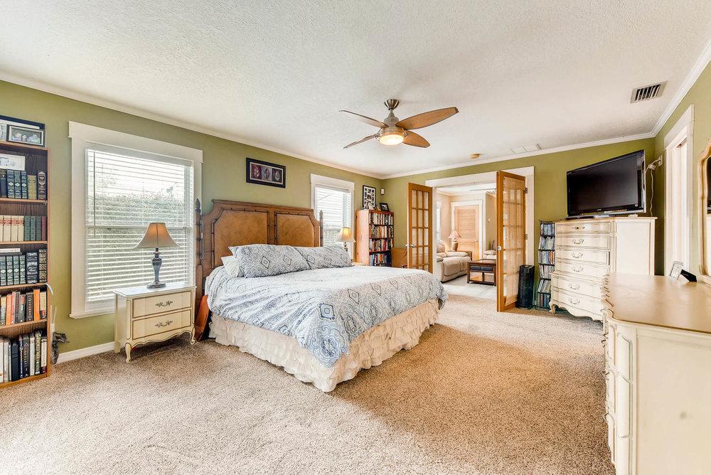 13-1804 Oregon Street Orlando FL-large-016-6-Master Bedroom-1499x1000-72dpi.jpg