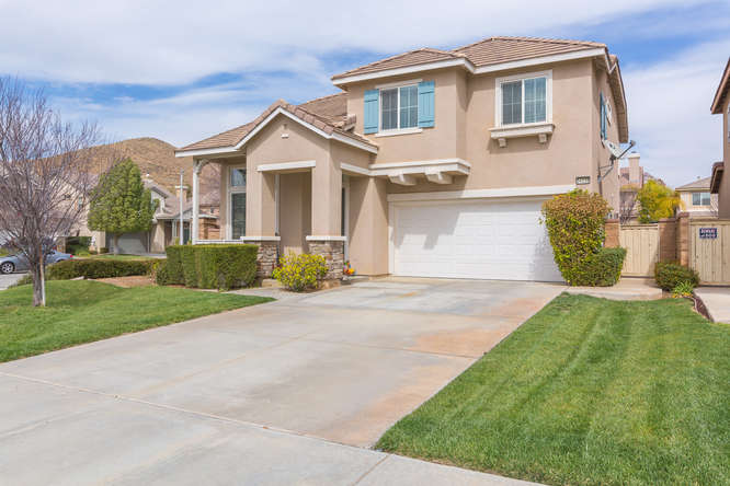 34238 Baja Ct Lake Elsinore CA-small-003-45-Exterior-666x444-72dpi.jpg