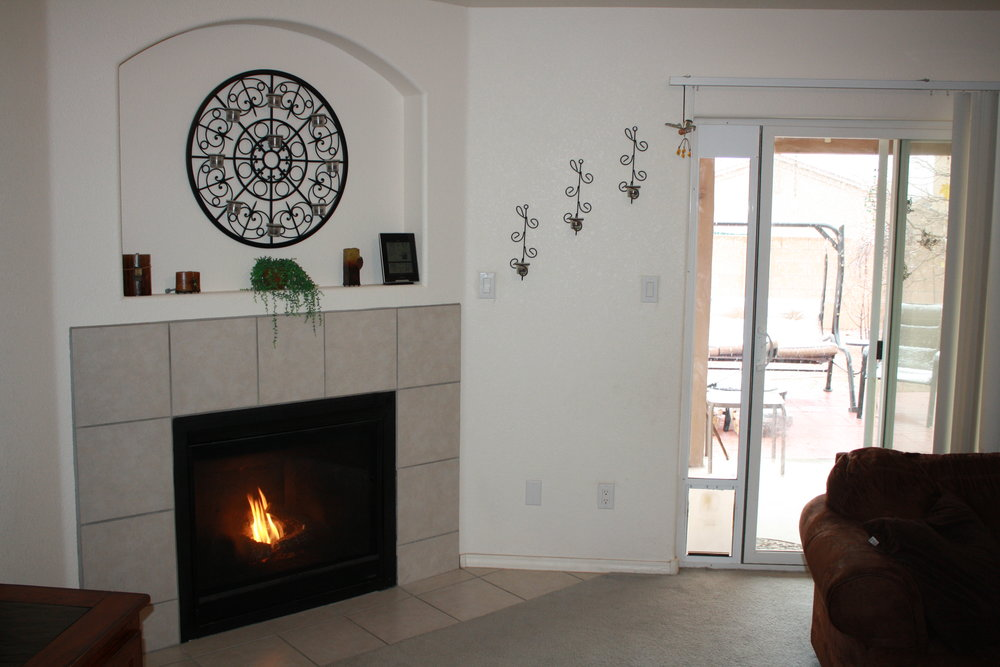 corner fireplace.JPG