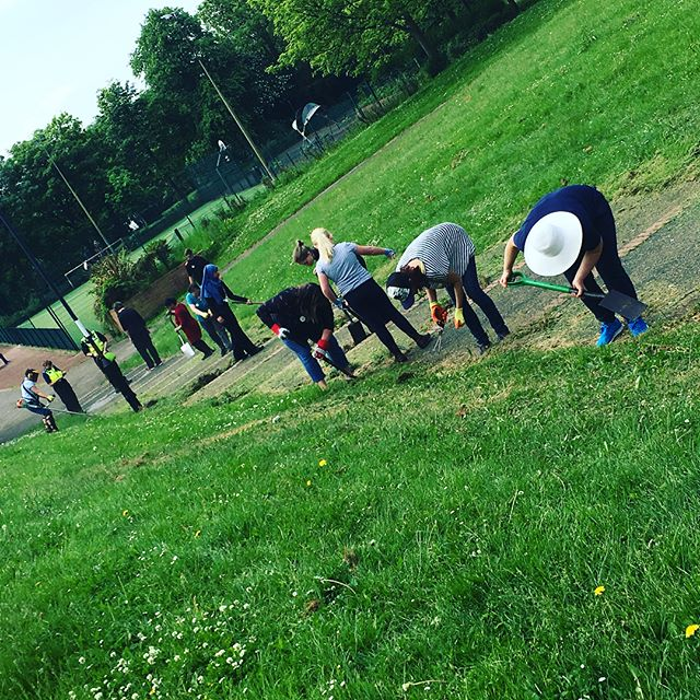 Amazing day with our amazing #volunteers on Friday at our Big Park Clean up in #ElswickPark transforming the steps from the main entrance and planting up our new wildflower bed! Thanks to everyone who helped out and to @growwilduk for supporting our wildflower planting as part of the #WestEndWildflowerCorridor Can't wait to see it bloom! #edibleelswick #newcastleparks #greenspaces