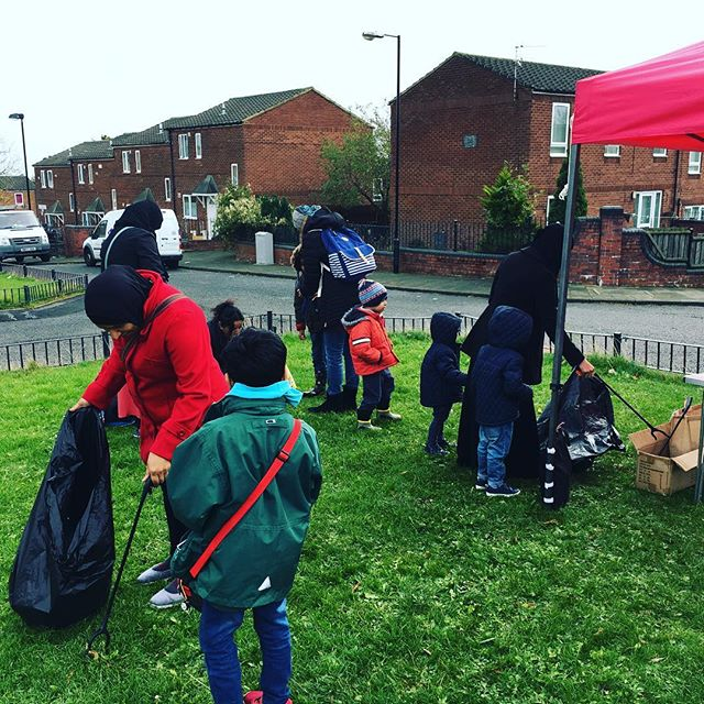 Great half term session on the Jubilee Estate today, even with the nonstop rain! 🌧 Litter picking, arts and crafts, planting spring bulbs to take home, face painting, football, bike riding and lovely hot soup - there was plenty going on! Next event on Mill Farm Close on Thursday 11am-1pm. #Octhalfterm #fun #elswick