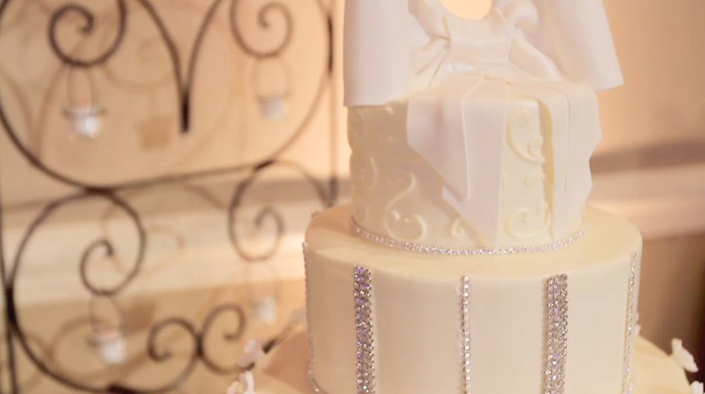 four seasons hotel austin wedding pic 11 diamond bow cake