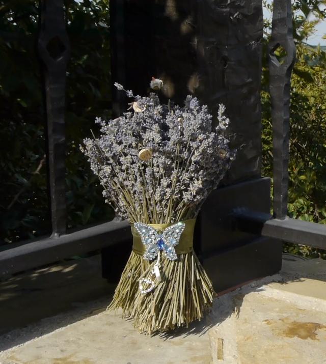 unique bouquet for bohemian bride - lavender