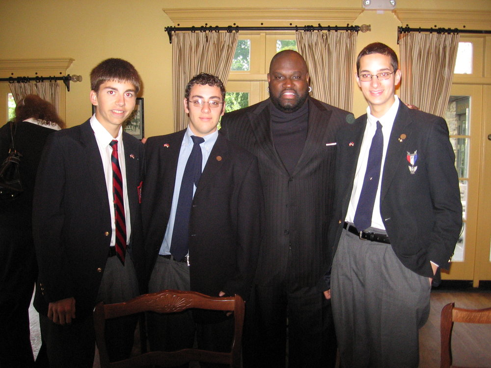 Montfort students with MLB superstar Mo Vaughn