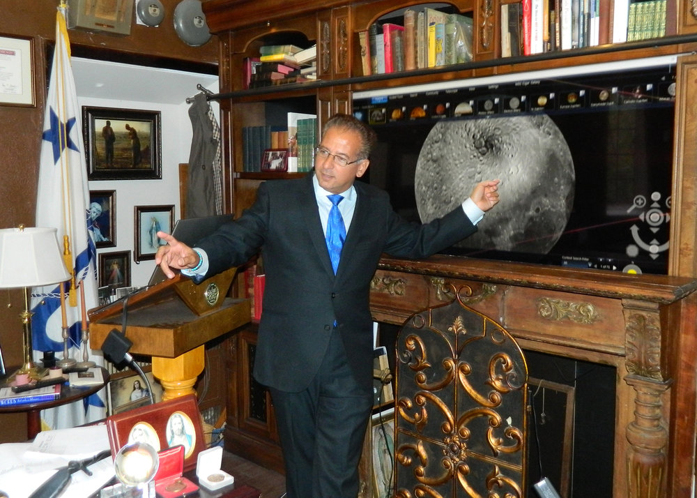 Montfort President Richard Greco teaches Astronomy as an interactive, technology-rich seminar in his office.