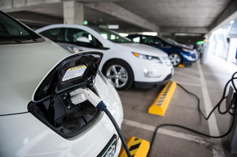 PEVs w chargers from NREL 26669_0.jpg