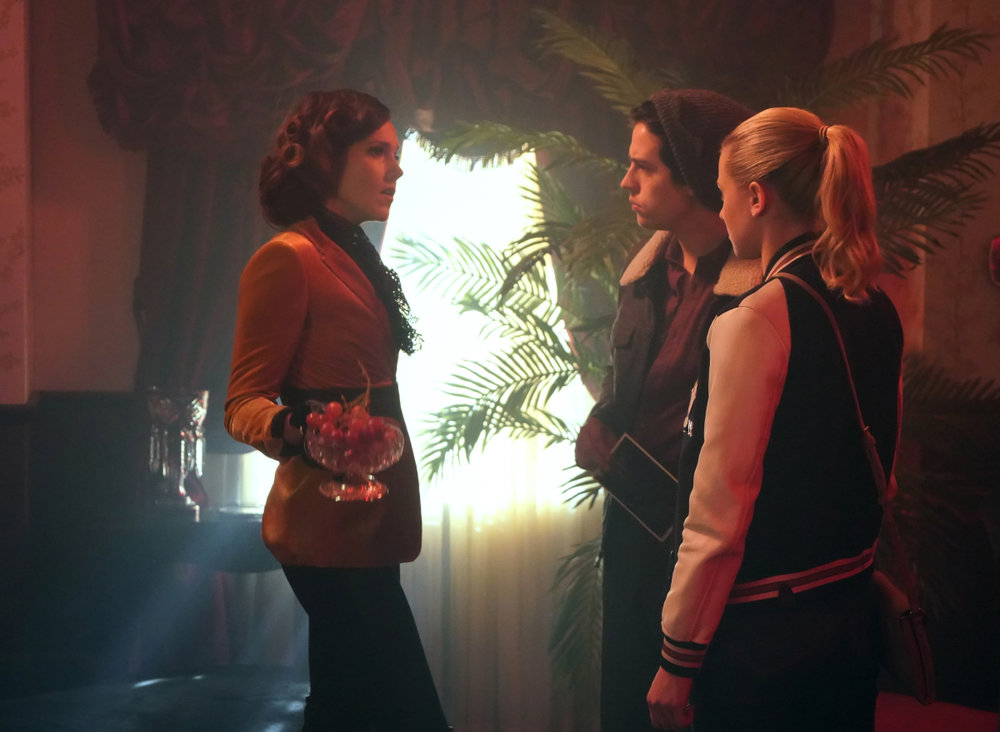 RD-Promo-3x11-The-Red-Dahlia-05-Jughead-Betty.jpg