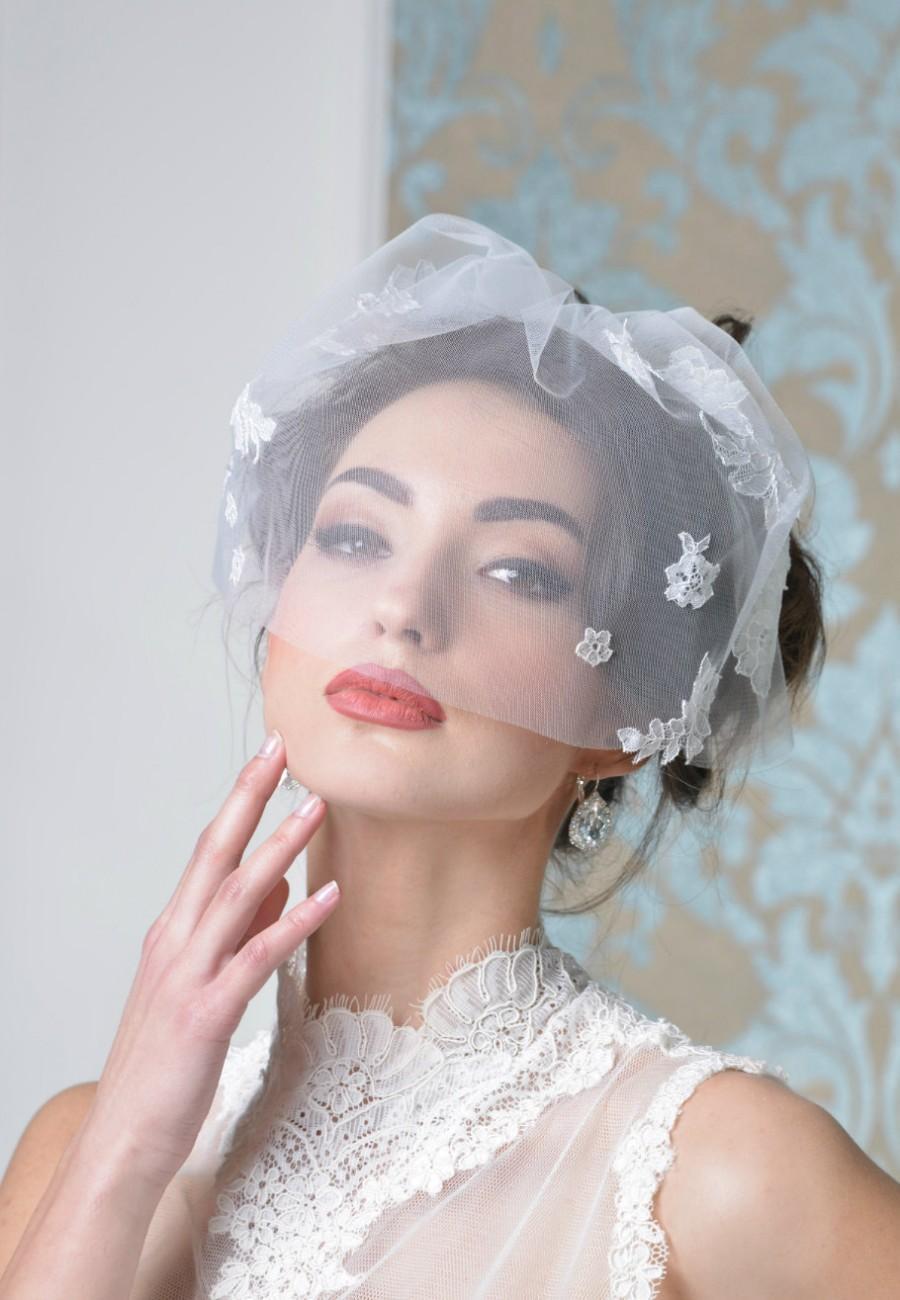 http://de.weddbook.com/media/2597970/emmeline-birdcage-veil-style-01602-bridal-veil-wedding-veil-short-veil-blush-blusher-veil-tulle-birdcage-wedding-blusherbirdcage-veil