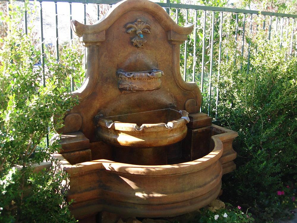 Aged_Fountain2.jpg