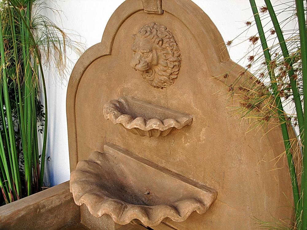 Roman_Fountain2.jpg