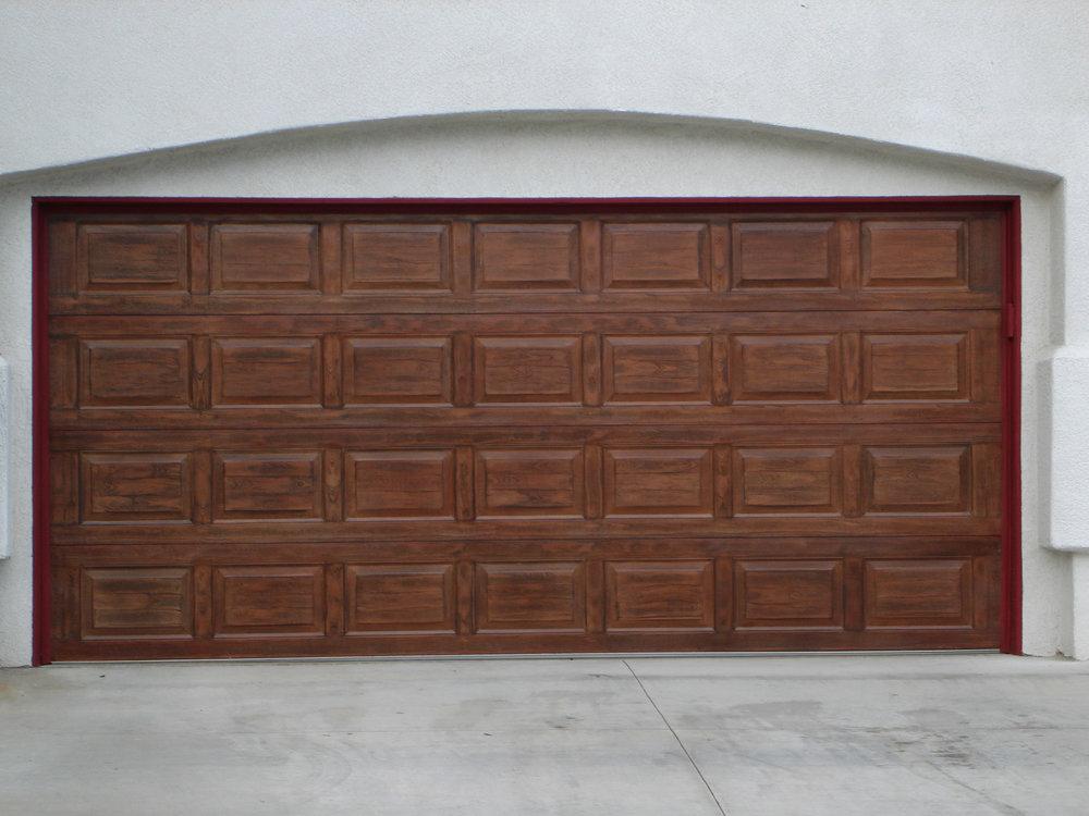 Red_mahogany_garage_door_detail.jpg