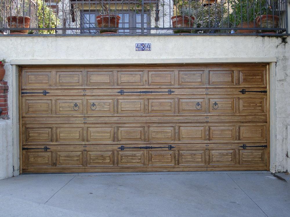 Trompe_Loeil_hardware_on_garage_door.jpg