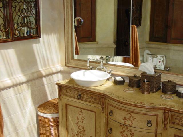 Textured___stenciled_bathroom_cabinets.jpg