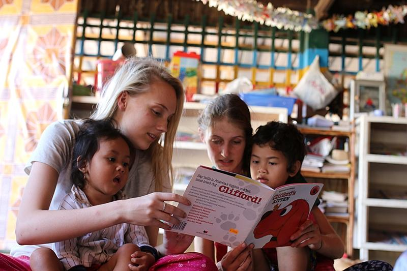 care-volunteers-read-with-children.800.jpg