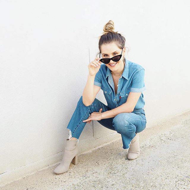 Throwing it back to one of my favorite double denim outfits on a sunnier day in Los Angeles 😎  #comebacksun #doubledenim #bun