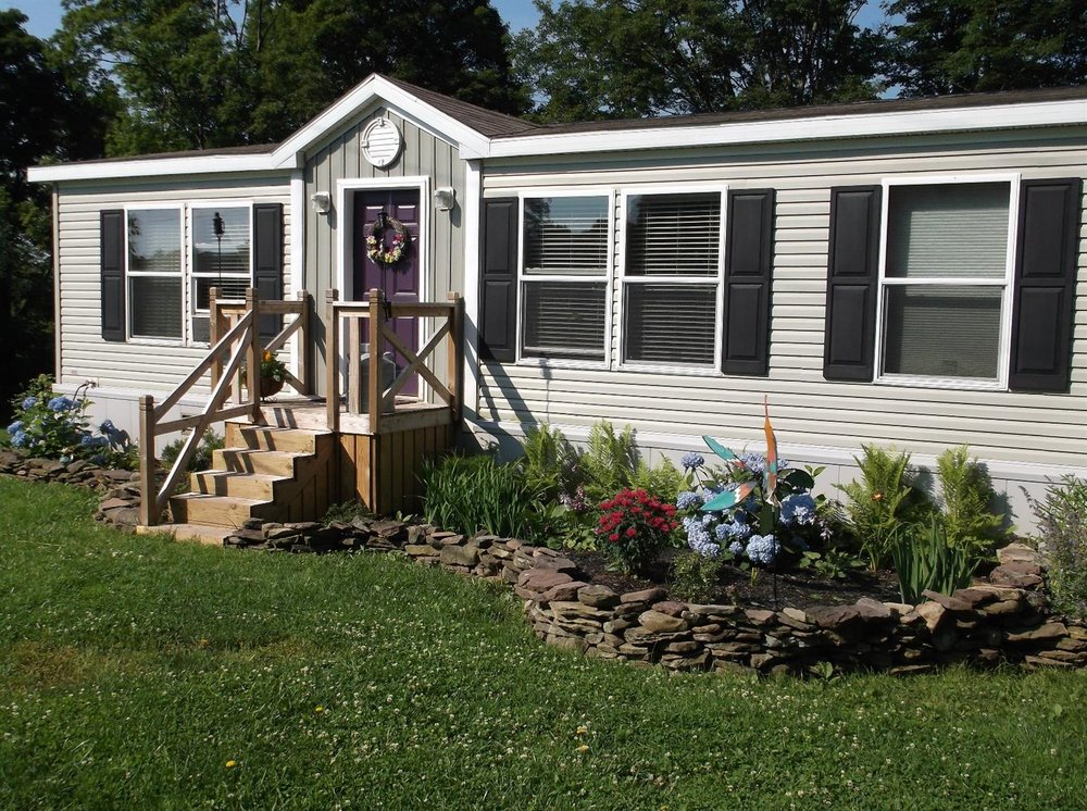 149,500 - Acreage +/-: 38.123 Bedrooms, 2 BathsBeautiful Views!