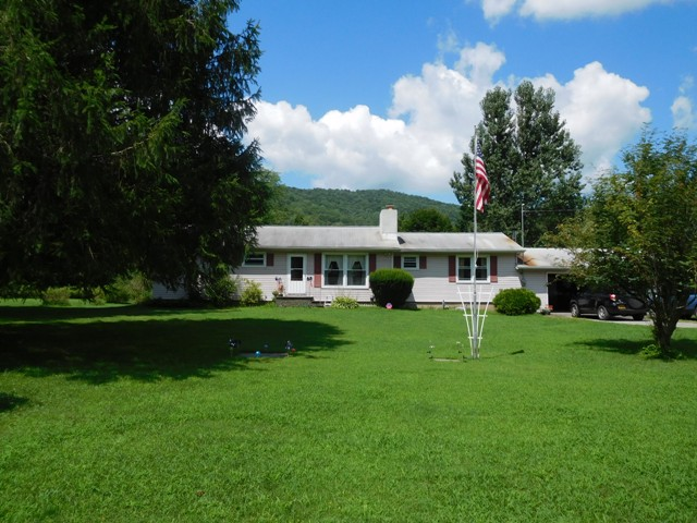 199,000 - Acreage +/-: 41.342 Bedrooms, 2 BathsWell-Maintained Home With River Frontage and Island