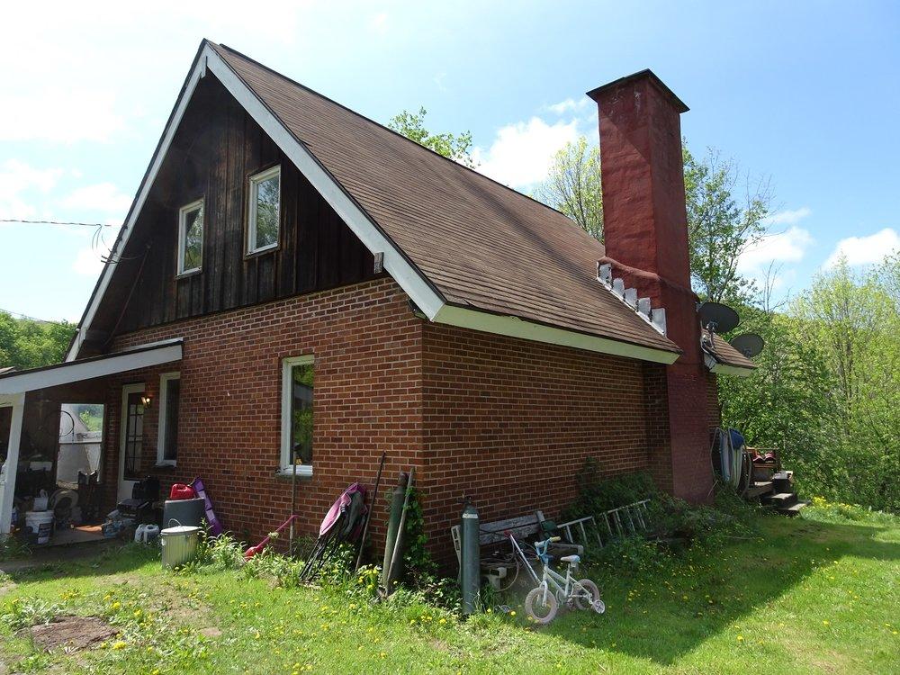 200,000 - 2-Bedroom, 1-Bath Brick Home80 Acres With Nice Views!