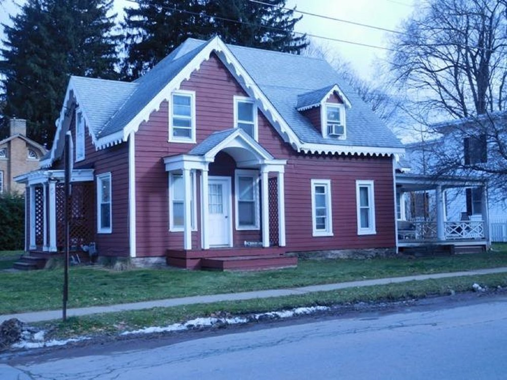 89,900 - 5 Bedrooms, 3 Baths.23 AcreEnchanting Gingerbread With Attached Apartment