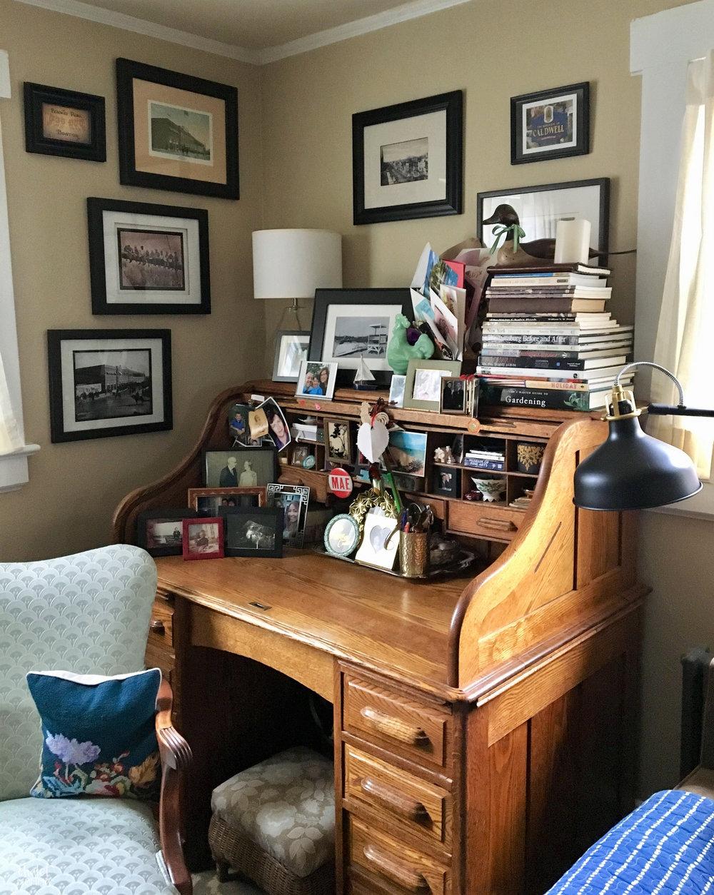 complete desk 2.jpg