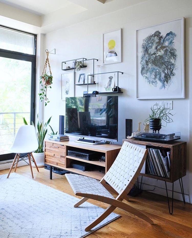 bev and jeff livingroom.jpg
