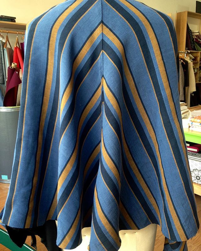 Testing the Artcoat pattern!#sewingpatterns #cfpdpatterns #handmadewardrobe #slowfashion #biascut #fashionsewing #sewsewsew #couture #couturesewing
