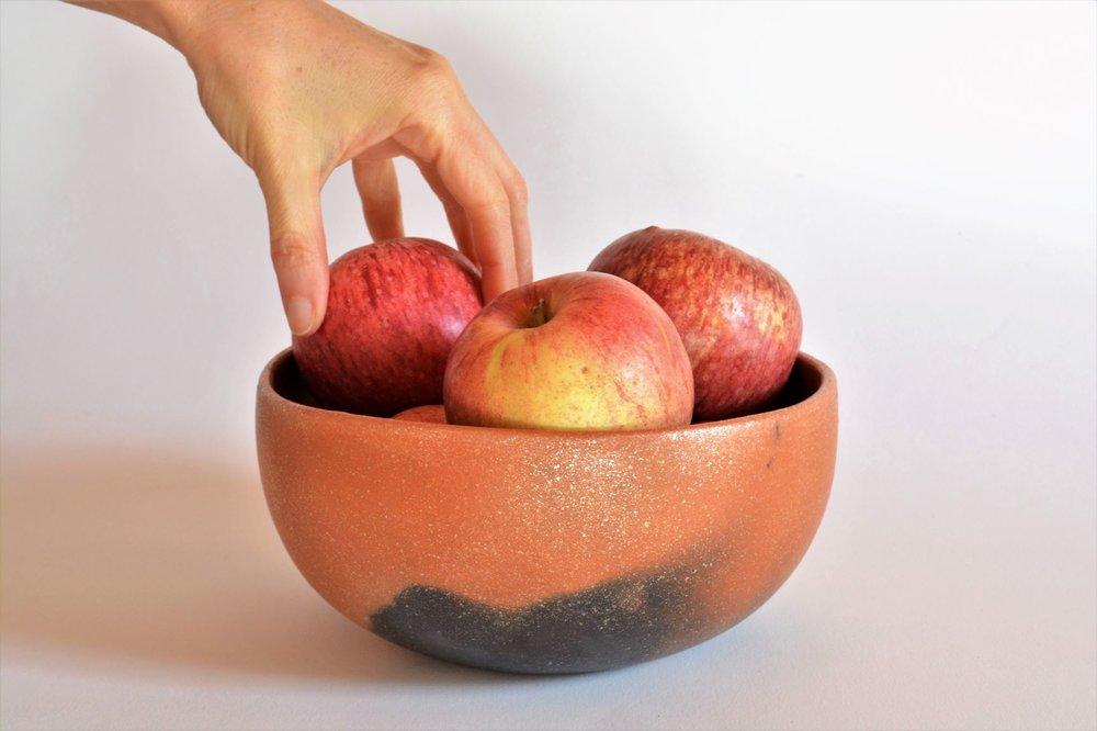 Large Bowl w manzanas.JPG